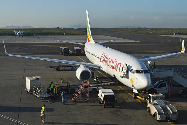 Boeing 737-860(w) 'ET-APF' Ethiopian Airlines