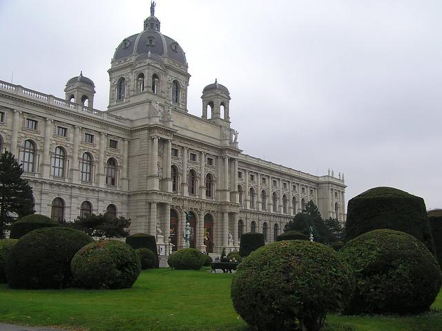 Maria-Theriesen-Platz, Vienna