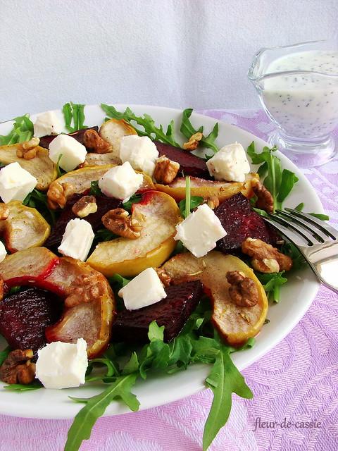 салат со свеклой, яблоками и фетой 1