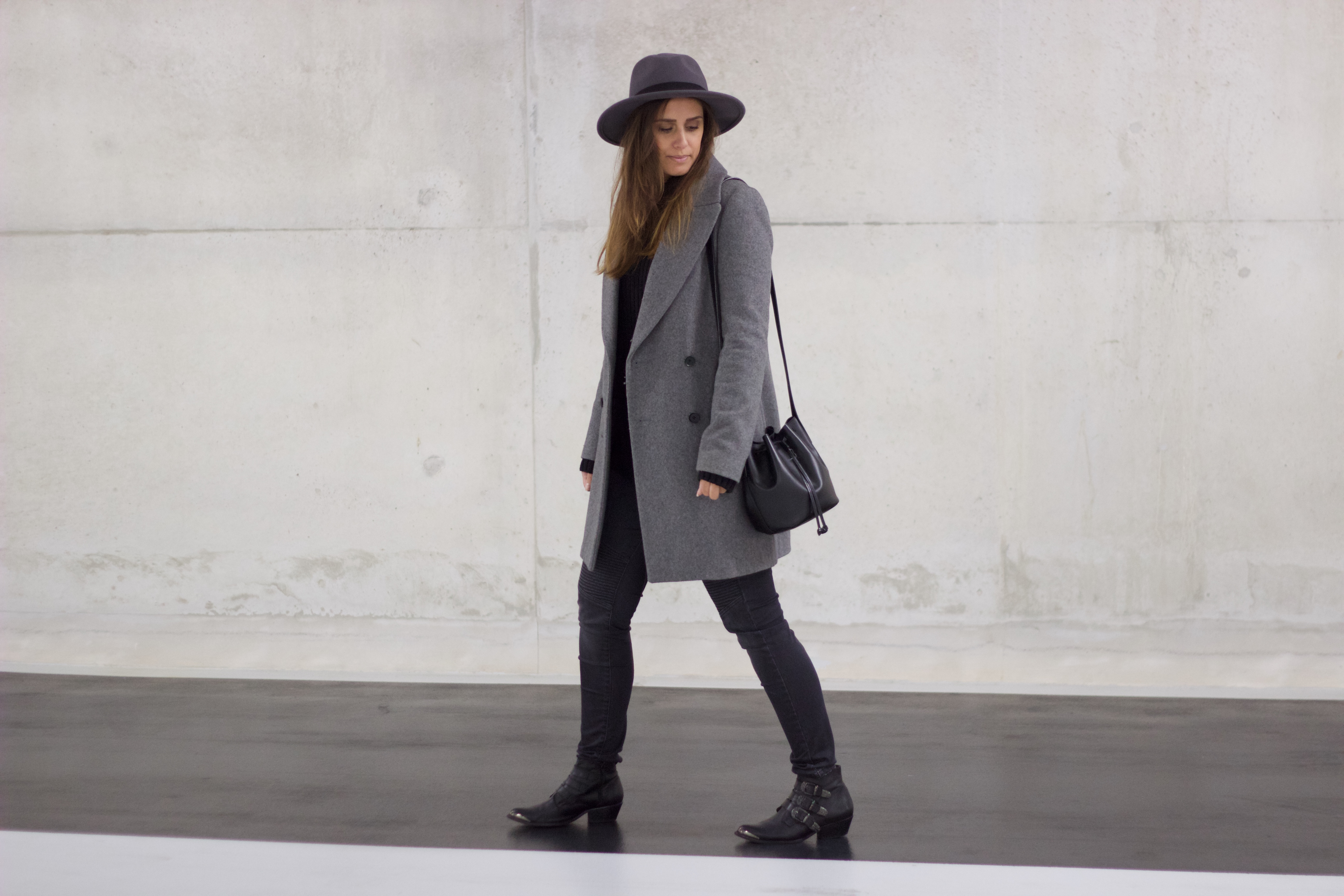 Hat-long-coat-grey-how-to-wear-style