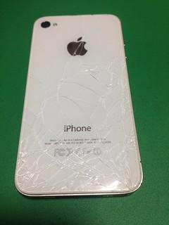 11_iPhone4Sのバッテリー&バックパネル交換