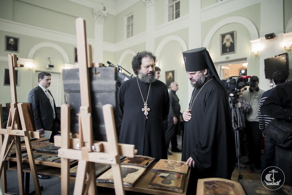 27 октября 2016, ФСБ передала 64 контрабандных иконы в Духовной Академии / 27 October 2016, The FSB gave 64 contraband icons to the Theological Academy