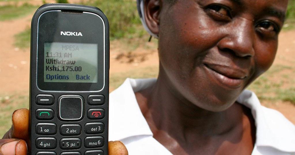 直接給予(GiveDirectly)是一個媒合平台,讓捐款人能直接將特定款項轉帳給他們評估過的特定對象,受款人會接到簡訊通知。(照片來源:GiveDirectly)