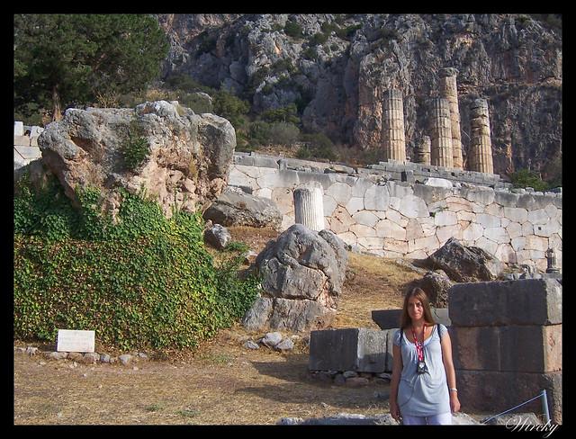 Grecia Delfos Osios Lukas Kalambaka - Roca de la Sibila
