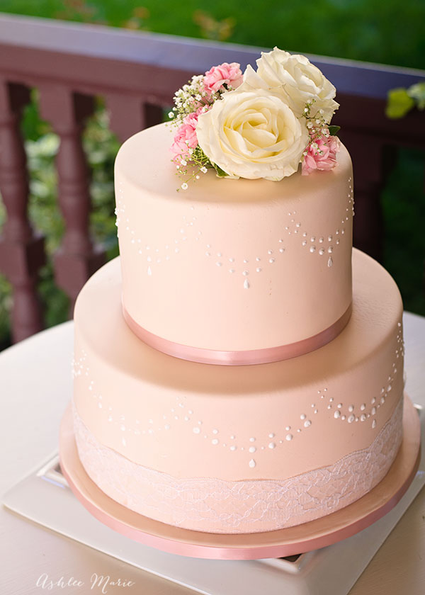How To Decorate A Wedding Cake With Royal Icing