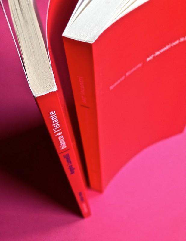 Edizioni del Verri / Collana rossa. Progetto grafico di Valerio Anceschi e Giovanni Anceschi. Dorsi e copertina, a pag. 3 (part.), 1