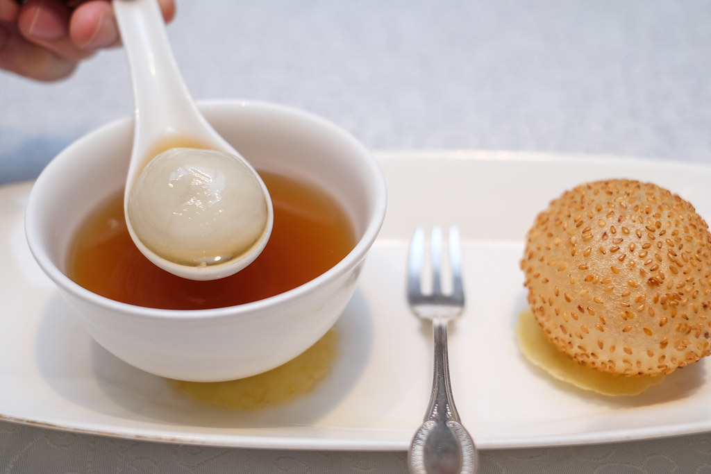 Yan Ting Restaurant: ginger tea with glutinous rice ball with deep-fried sesame seed ball