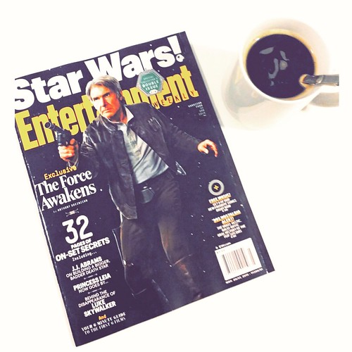 I got my copy...and away we go! #starwars #starwarsmalaysia #starwarsfanboysmalaysia #entertainmentweekly #theforceawakens #geekyread #geekshavethemostfun