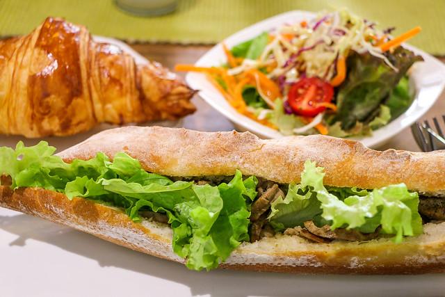 Lao style sandwich lunch, Luang Prabang, laos ルアンパバーン、ラオス風バゲットサンド