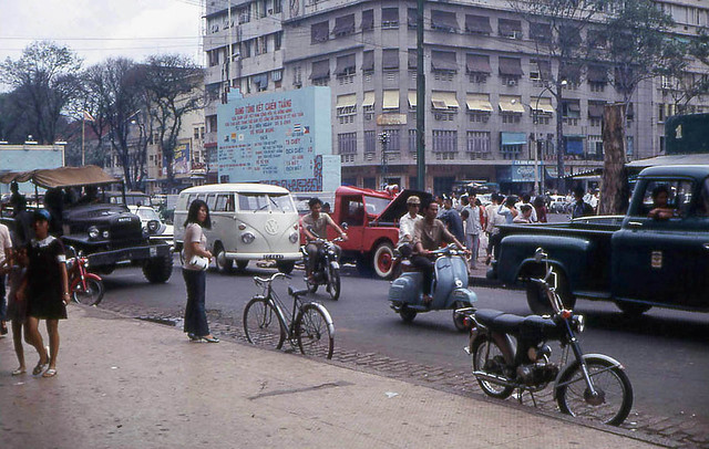 Saigon 1968 - Lam Son Square - Photo by John F. Cordova - Thương xá Passage EDEN