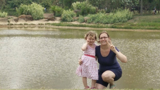 Hannah and Andrea in Lianhua park 2