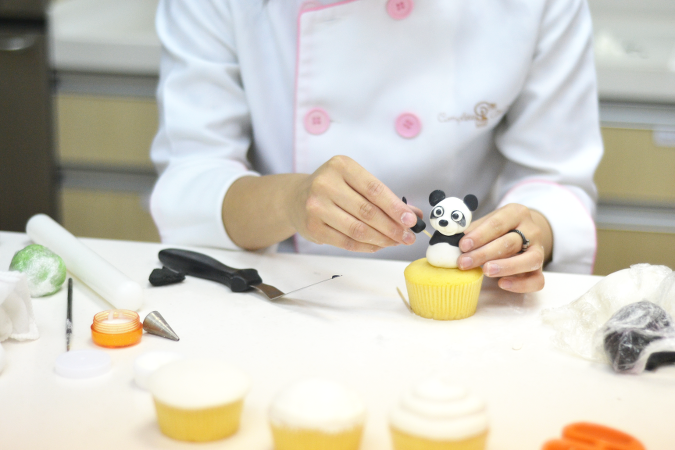 Daisybutter - Hong Kong Lifestyle, Fashion and Food Blog: foodpanda review, how to make kawaii cupcakes, panda cupcakes