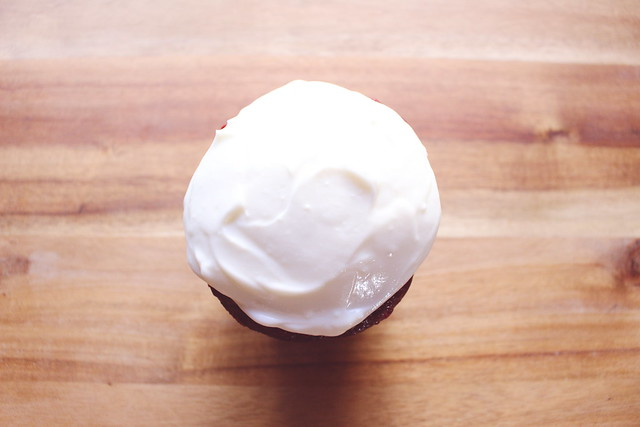 greek yogurt 52 ways: # 25 red velvet cupcakes