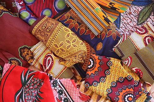 Capulana-kankaat ovat Mosambikin arkisia taideteoksia, joita käytetään niin sisustukseen kuin pukeutumiseenkin (kuva: Senorhorst Jahnsen).
