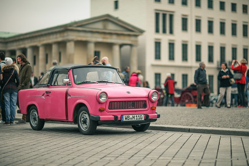 Trabant in Pink