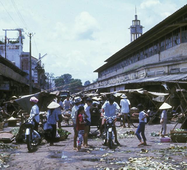 Public market, Phu Cuong City