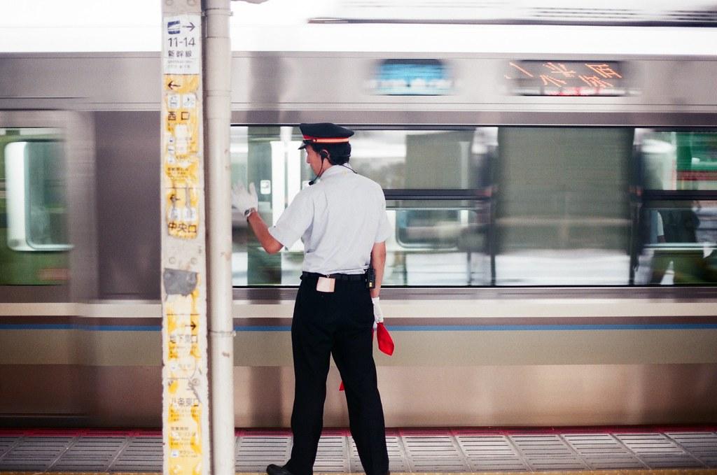 大阪 Osaka 2015/09/23 在大阪車站搭車,沒有很趕時間,所以就搭慢慢的車北上。  Nikon FM2 Nikon AI Nikkor 50mm f/1.4S AGFA VISTAPlus ISO400 0946-0020 Photo by Toomore