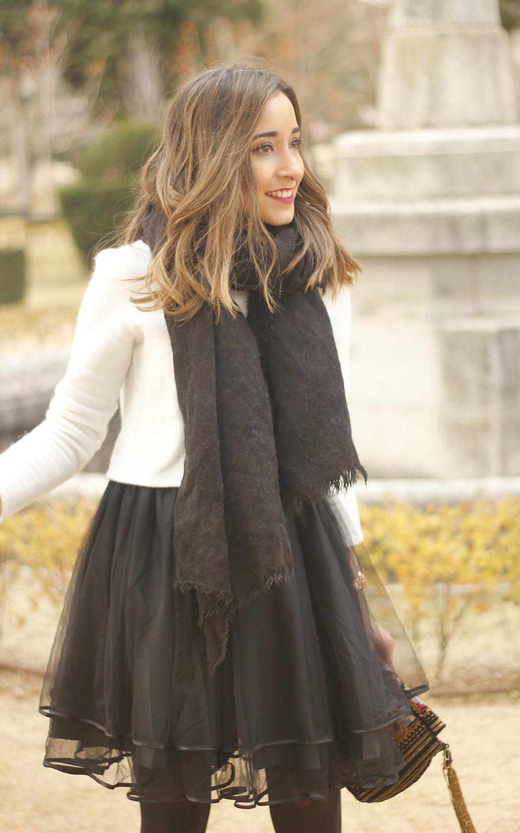 black tulle skirt white sweater black scarf outfit heels06