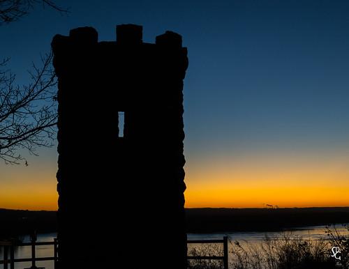 minesofspain juliendubuque grave sunrise dawn mississippiriver color monument dubuque iowa