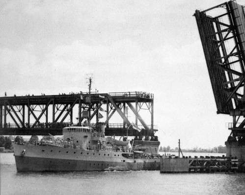 HMAS Inverell passing through the bascule span in the 1950's