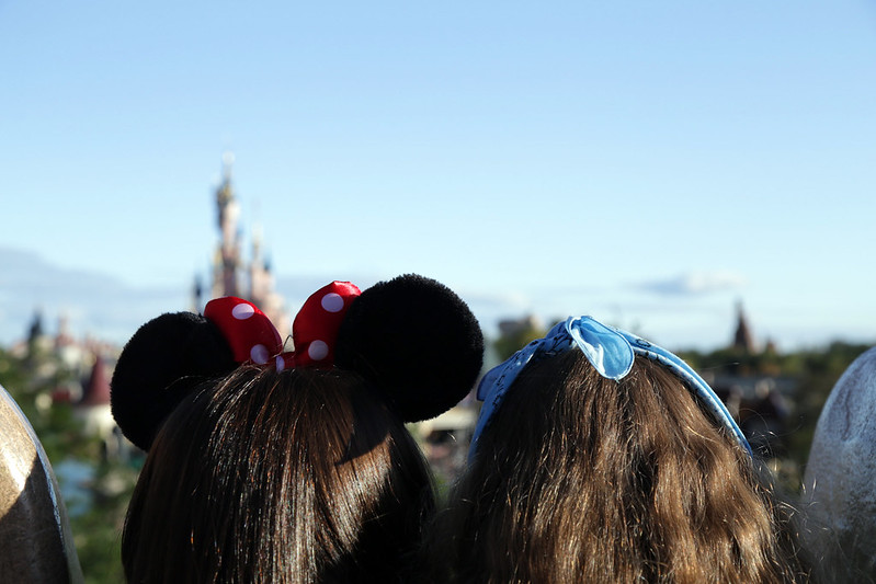 little-girl-with-minnie-ears-disneyland-paris