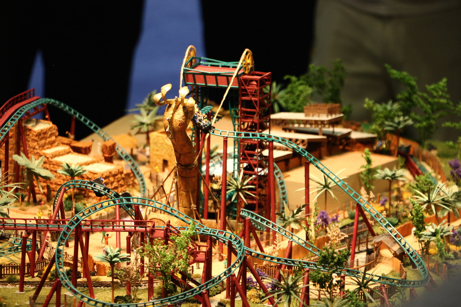 Iaapa 2015 in photos massive amusement park convention returns to orlando for Busch gardens tampa bay cobra s curse
