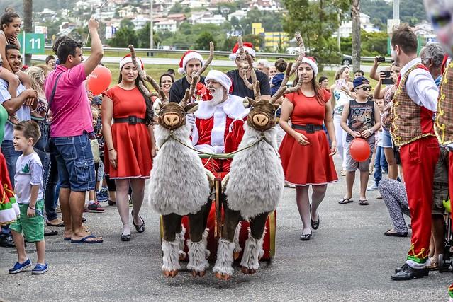 Chegada do Papai Noel 2015 no Shopping Itaguaçu