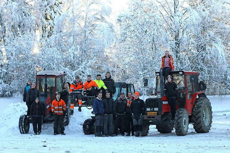 #luokkakuva #MustialaMPT #MPT13 #virtuaalikylä #Valtra #Valmet #Giant #dimexworkwear