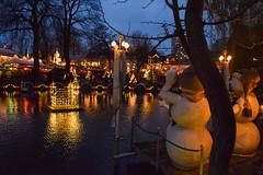 Snowmen enjoying the christmas market