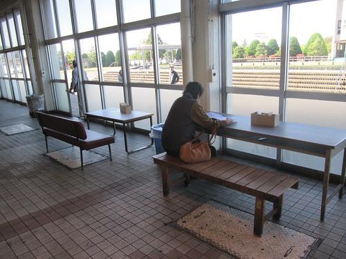 金沢競馬場のスタンド1階パドック側