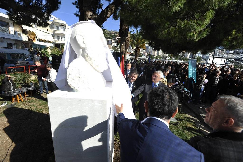 La Sarandë, în Albania s-a dezvelit bustul marelui istoric și politician român Nicolae Iorga (6)