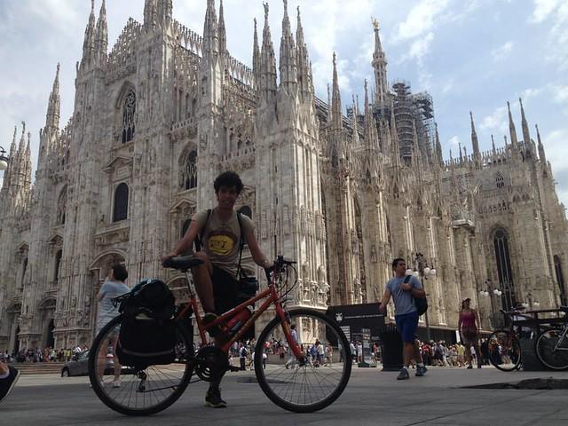 Rutigliano- Giuseppe Dell'aere- Dopo l'Italia, penso al Cammino di Santiago-Ai piedi del Duomo di Milano