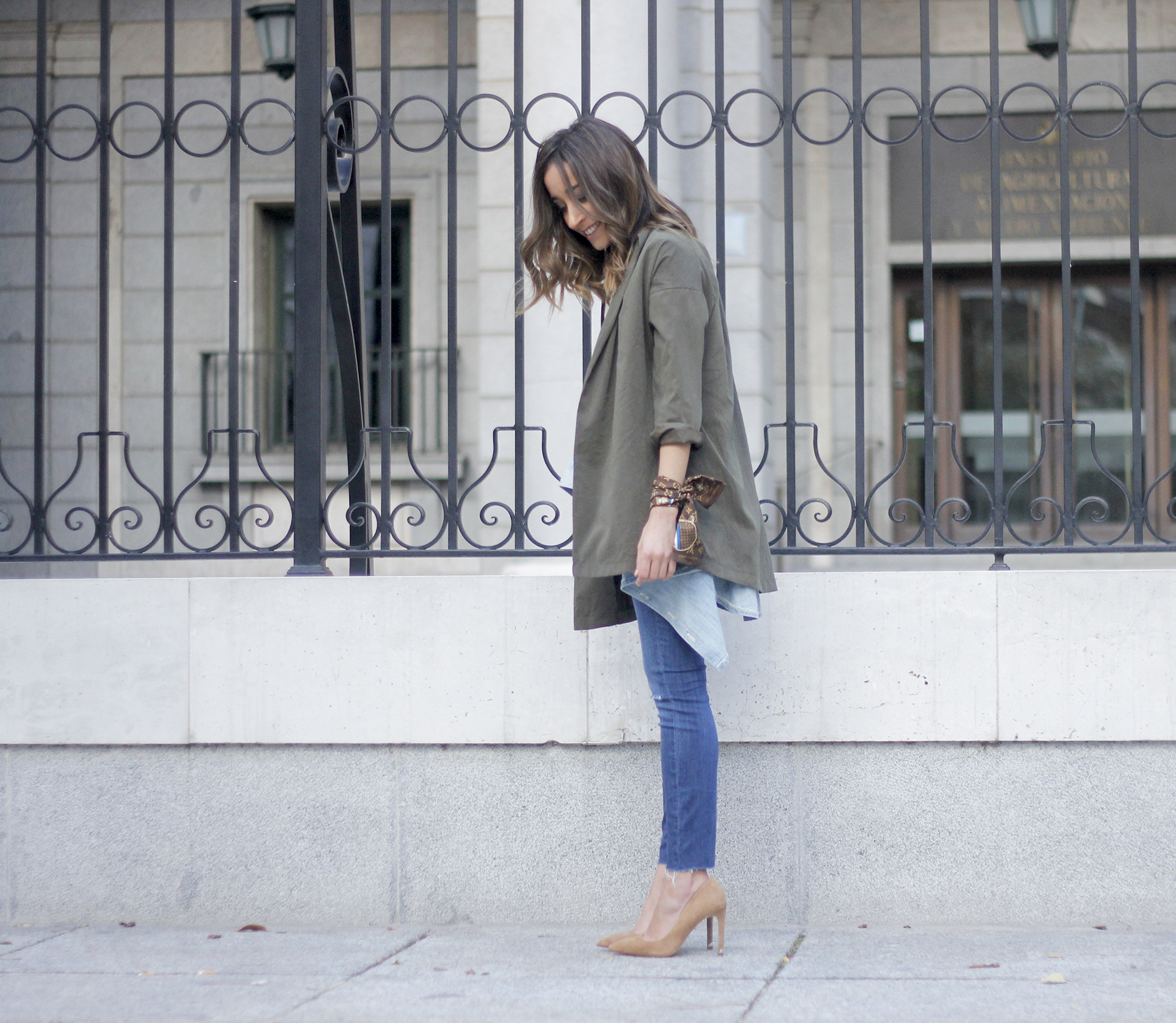 army green shirt jeans nude heels uterqüe purse outfit12