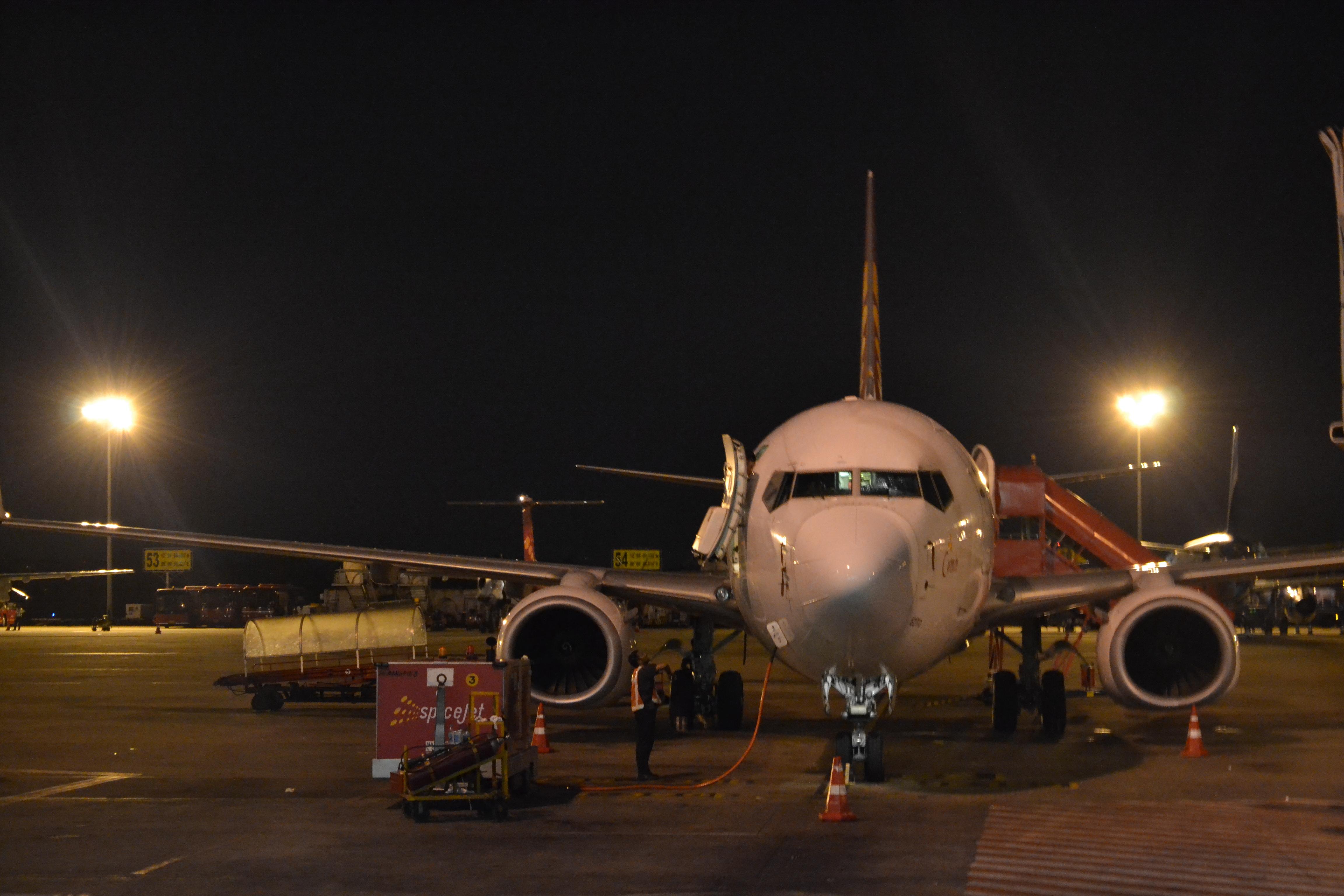 Straight on Shot) SpiceJet B737-800 at Chennai Intl