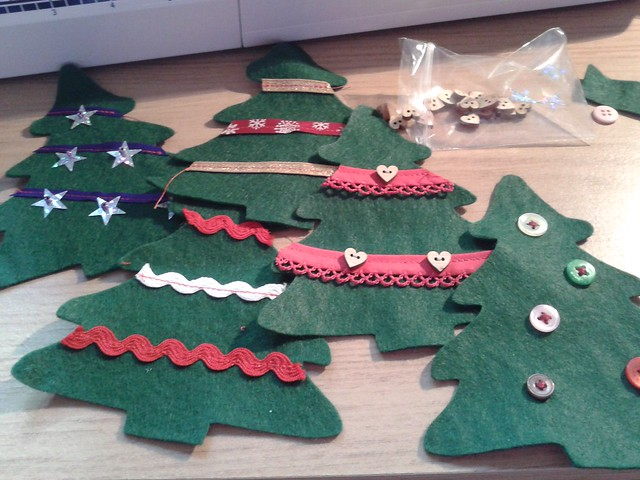 Xmas tree bunting in the making (2)