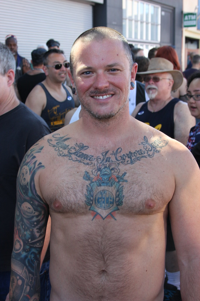 HELLA HOT & HAIRY GAY PORN STAR ! FOLSOM STREET FAIR 2016 ! ( SAFE PHOTO)