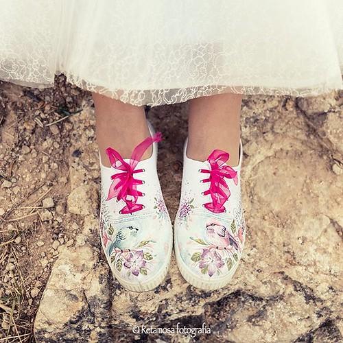 Ante todo. Hay que estar #comodos  Así de cómoda iba Barbara  #zapatillas #wedding #bodas #fiestayboda #postboda #look