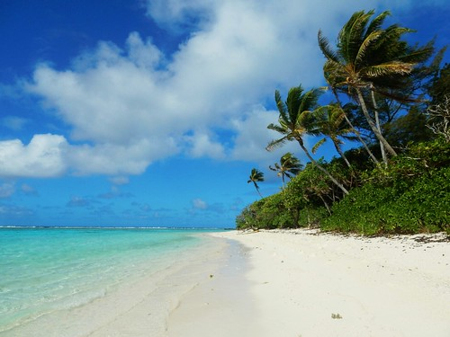 Deserted beach in Motu - Huahine - French Polynesia