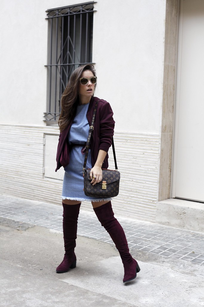 02_how_to_wear_bomber_burgundy_outfit_theguestgirl_streetstyle_barcelona