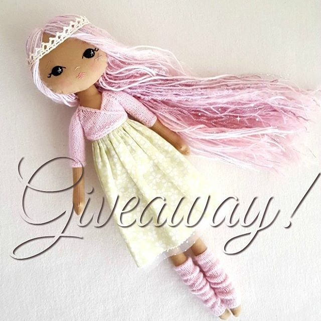 🌸⭐GIVEAWAY!!⭐🌸 I just wanted you all to know how very thankful I am for your love and support and to celebrate, I'm having a giveaway!! If you'd like to enter for your chance to win this gorgeous Sparkle Starlet dol