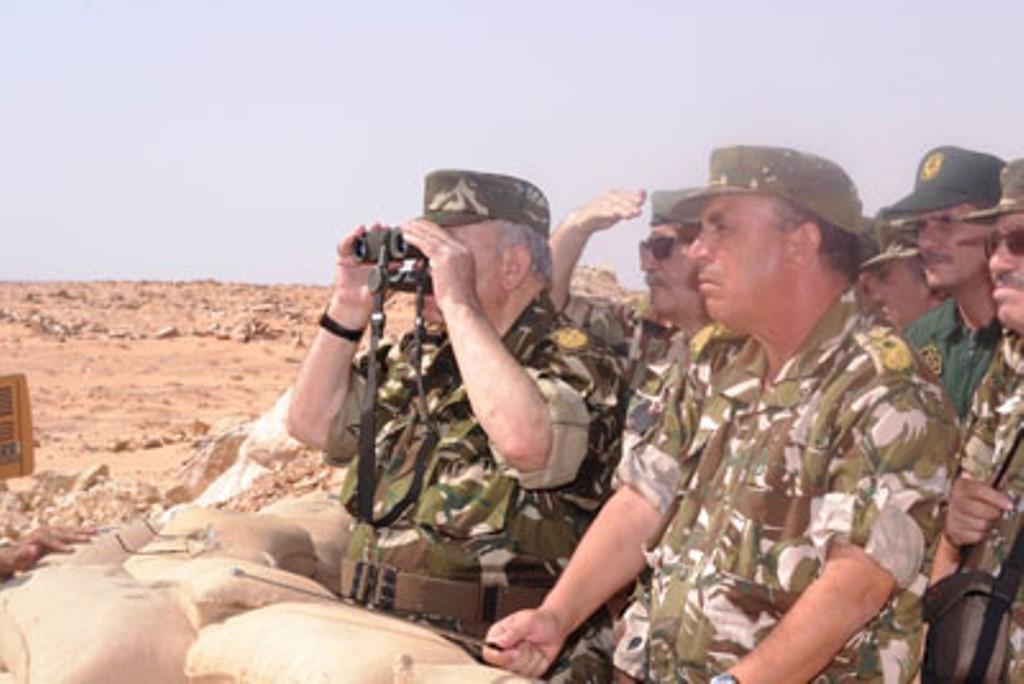 الجزائر : صلاحيات نائب وزير الدفاع الوطني - صفحة 4 30688330681_baa244409e_o