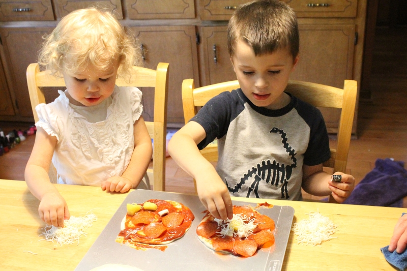 Mini Pizzas, kids working