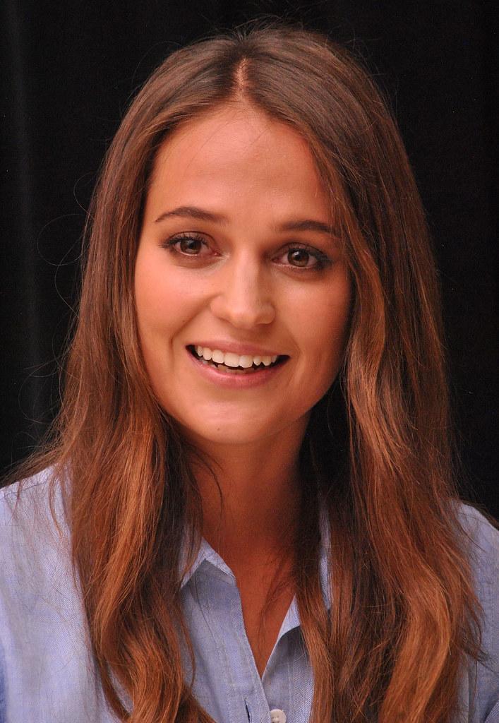 Алисия Викандер — Пресс-конференция «Девушка из Дании» на «TIFF» 2015 – 52