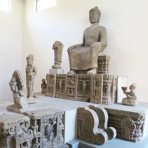大きな彫刻