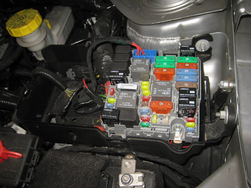 22130219000_a0b7b226c4_b 2013 2016 dodge dart engine bay electrical panel replacing fuses 2014 dodge dart fuse box diagram at aneh.co