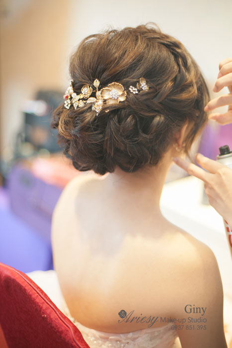 Giny,新娘秘書,Ariesy造型團隊,妝感清透自然,訂婚造型,蓬鬆編髮,鮮花造型,手工飾品,新秘修剪劉海,婚宴造型