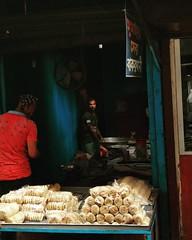 সুমাইয়া সেরা বাকরখানী #বাকরখানী #food #streetphotography #street #streetfood #local #dhaka #olddhaka #oldtown #dark #people #peopleatwork