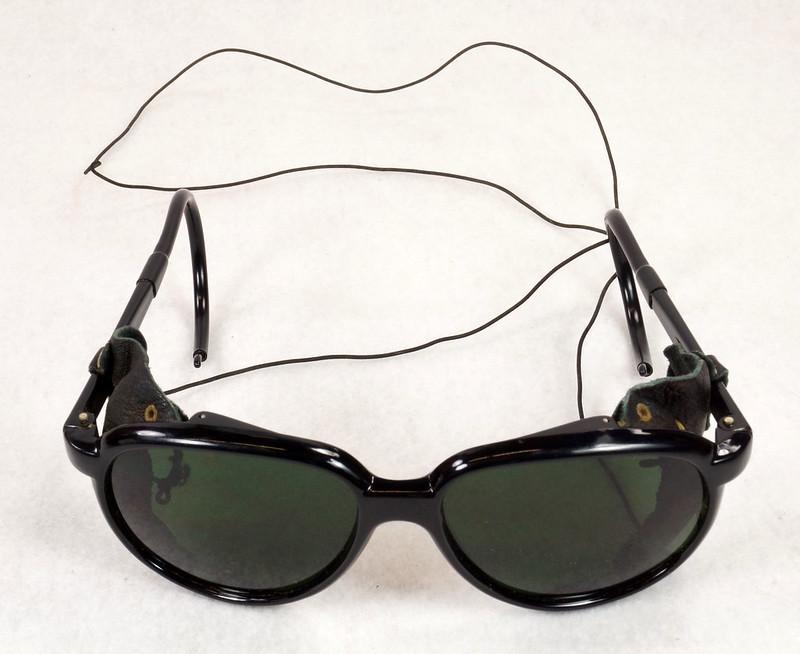 RD14855 Vintage 70s 80s Aviator Ski Motorcycle Sunglasses Black with Leather Side Shield Nylon Frame Japan DSC06464