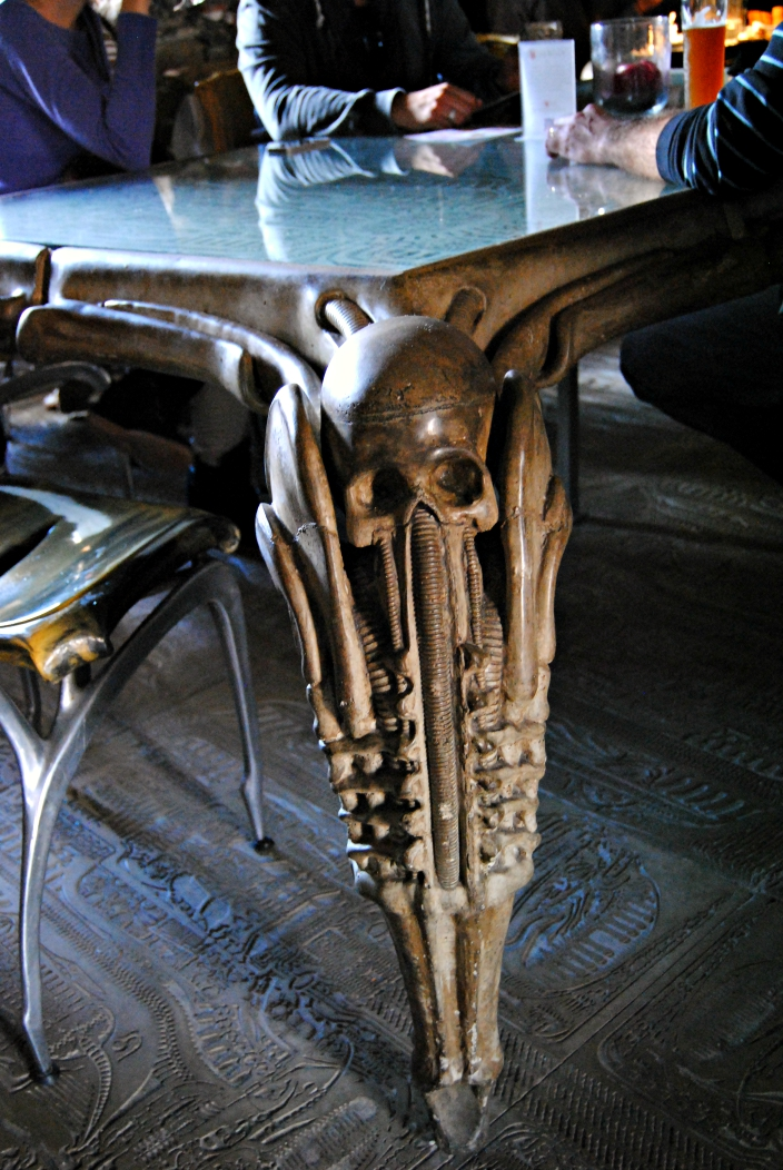 HR Giger Bar (08)