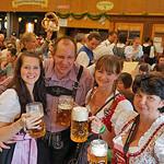 Bierpreise: unter 10,- Euro gibt es selbst in den kleine Zelten nix mehr.